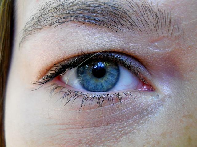 kruhy pod očima z blízka