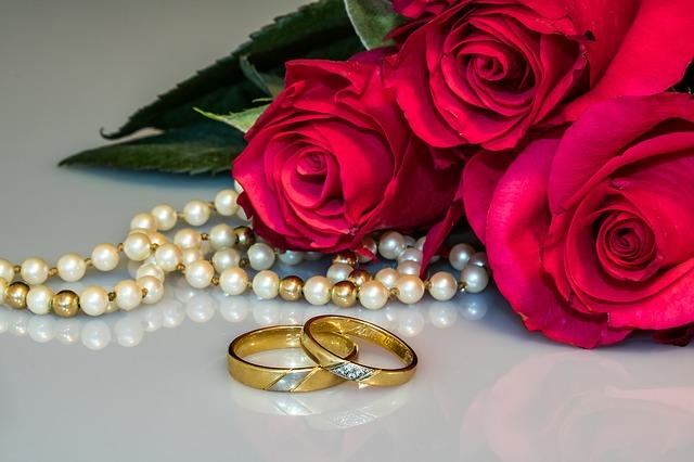 šperky pri ružiach