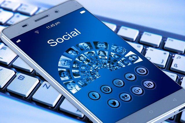 Sociálne siete v mobile.jpg
