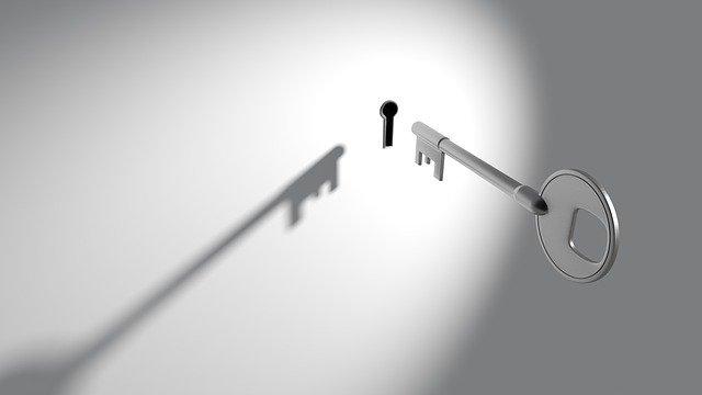 Kľúč, kľúčová dierka.jpg