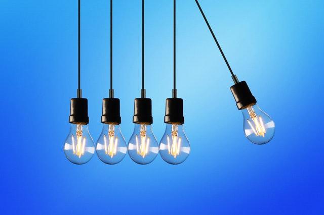 visiace žiarovky